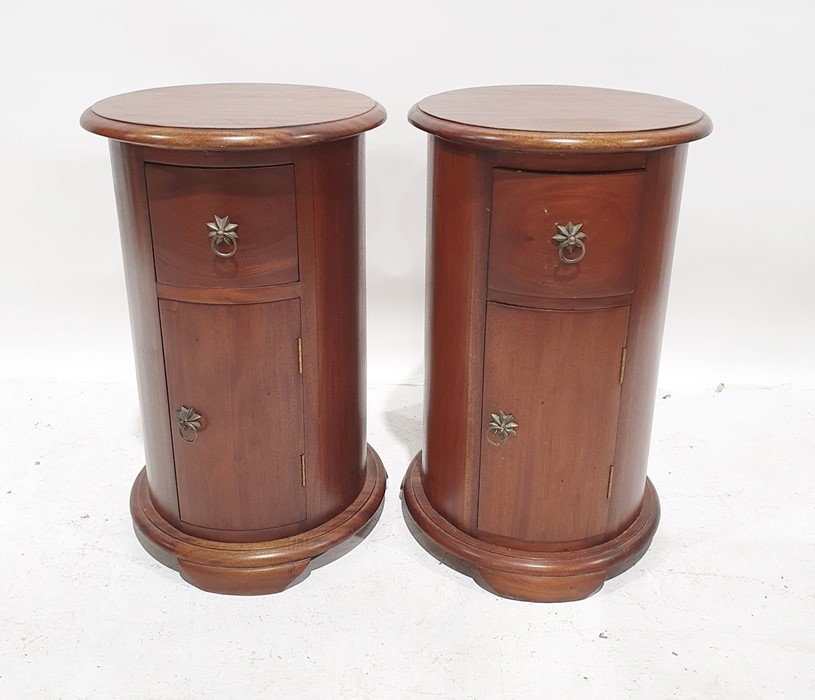 Pair of modern drum-shaped bedside tables, the cylindrical tops with moulded edge above single