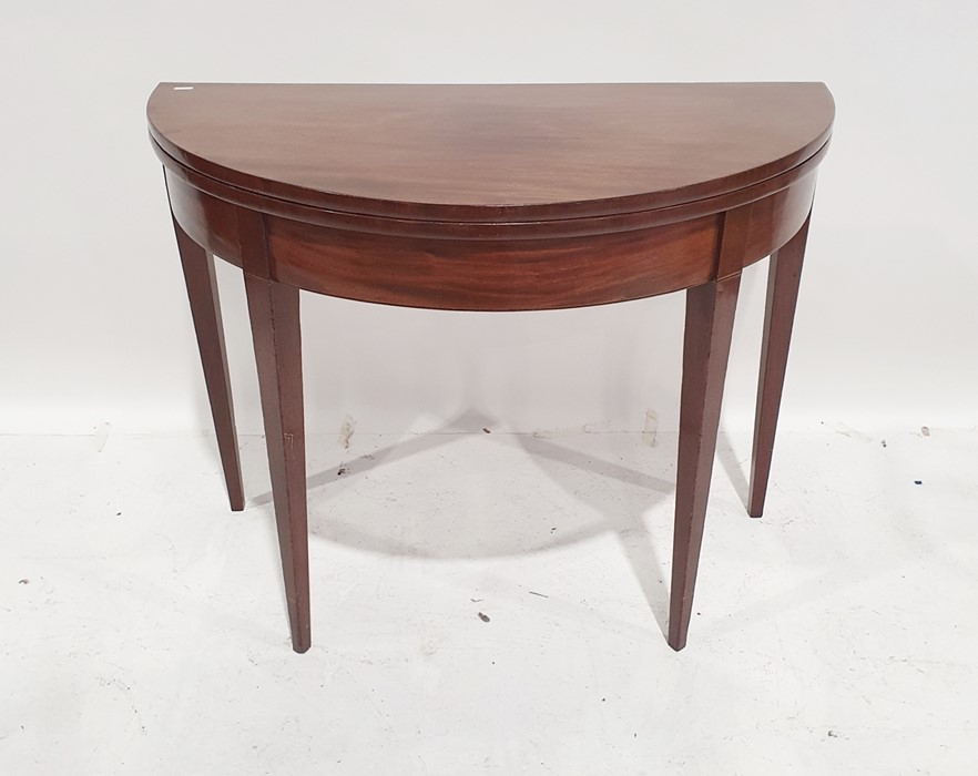 Mahogany D-end dining table with reeded edge and tapering square supports and with two leaves, total - Image 2 of 2