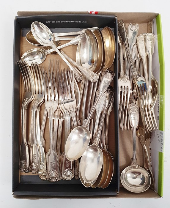 George V silver flatware table service, fiddle, thread and shell pattern, London 1920, viz:- 15 - Image 2 of 2
