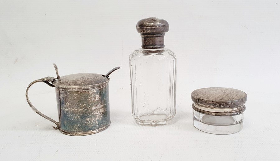 Edward VII silver lidded and glass circular trinket pot, 4.5cm diameter x 2.7cm high, Birmingham