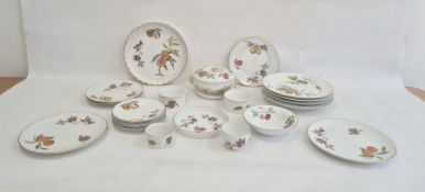 Quantity Royal Worcester 'Evesham' pattern oven to tablewareto include flan dishes and covered