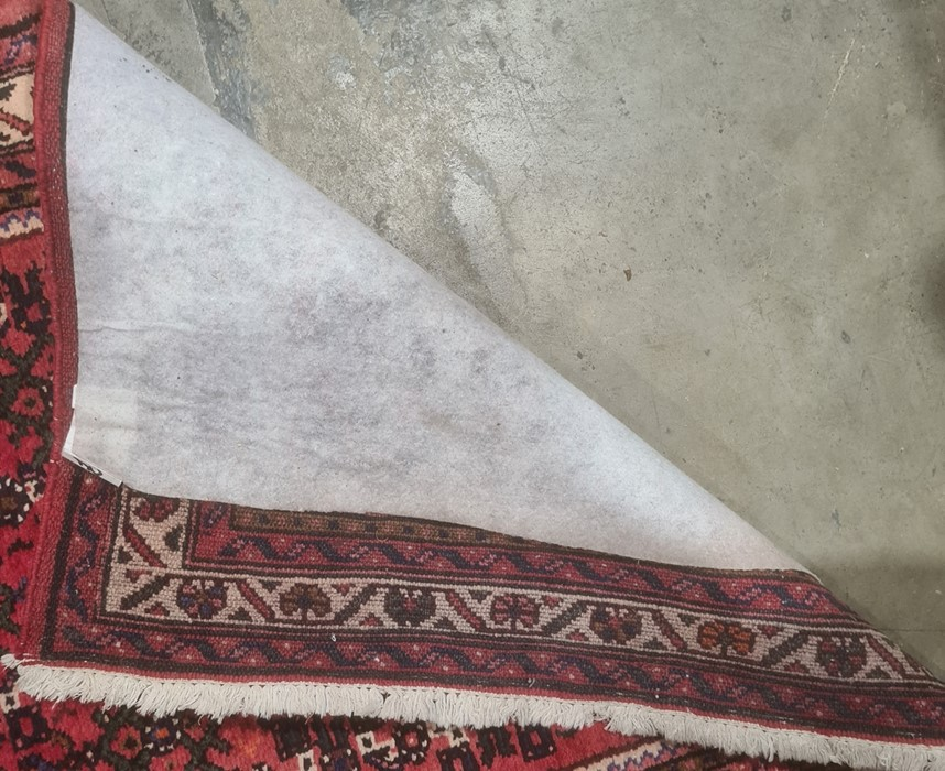 Large modern Eastern-style red ground runnerwith stepped border, 500cm x 91cm - Image 2 of 4