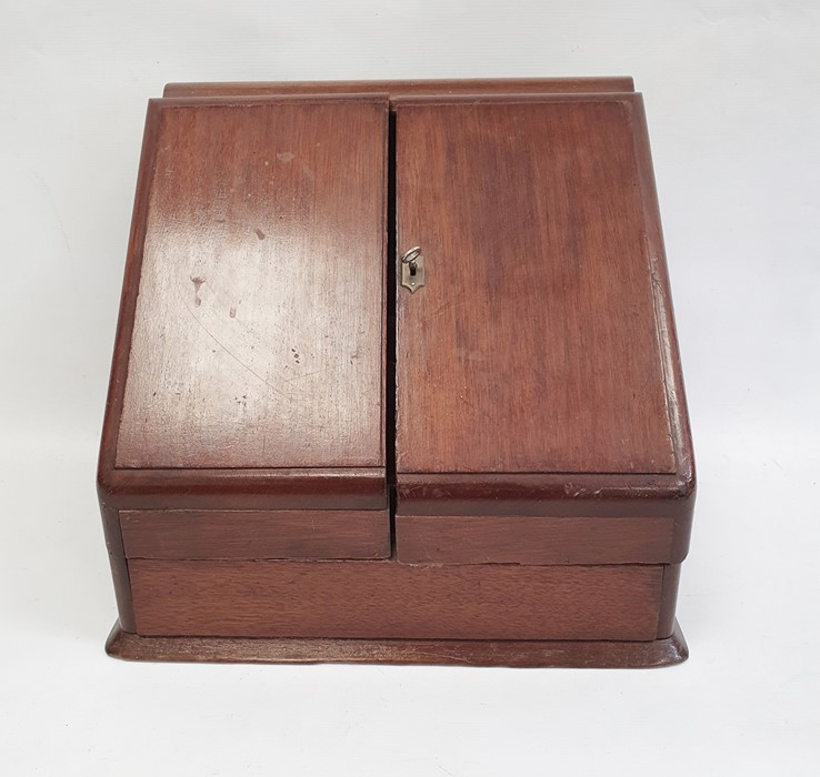 Late 19th/early 20th century mahogany desk tidy, the two doors opening to reveal compartmented - Image 2 of 4