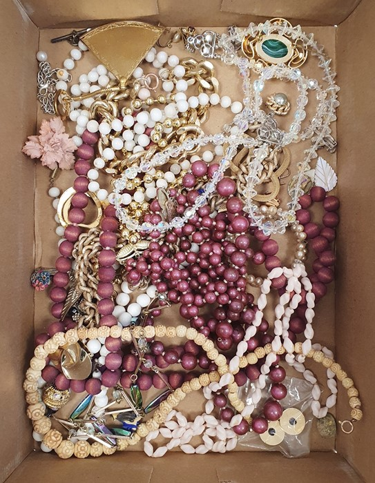 Quantity of costume jewelleryincluding long string of bakelite beads, carved bone beads, - Image 2 of 2