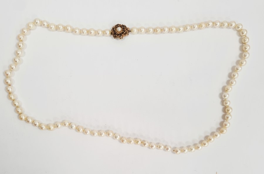 Cultured pearl necklacewith 9ct gold flower-shaped clasp, set with six garnets and single pearl,