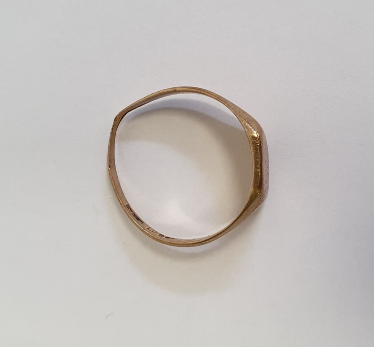 9ct gold signet ring, approx. 4g - Image 2 of 4