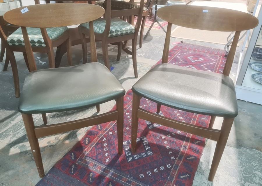Set of five mid-century designer boardroom chairs with shaped back rest with vinyl seats