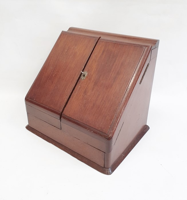 Late 19th/early 20th century mahogany desk tidy, the two doors opening to reveal compartmented