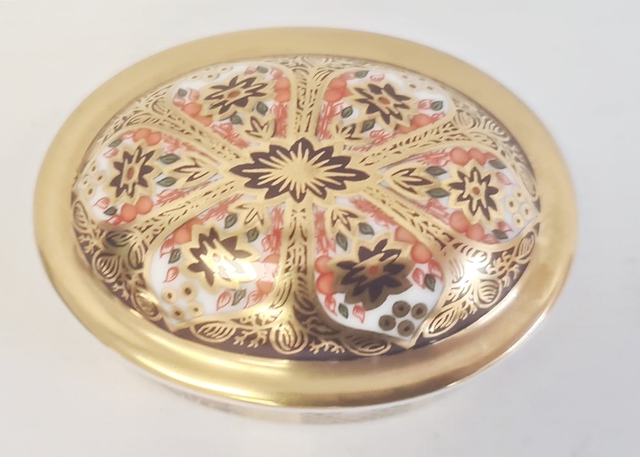 Royal Crown Derby small box and coverof oval form decorated in the 'Old Imari' pattern, 7cm long, a - Image 7 of 10