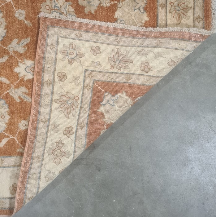 Modern peach ground runnerwith foliate decoration, stepped border, 153cm x 96cm - Image 2 of 2