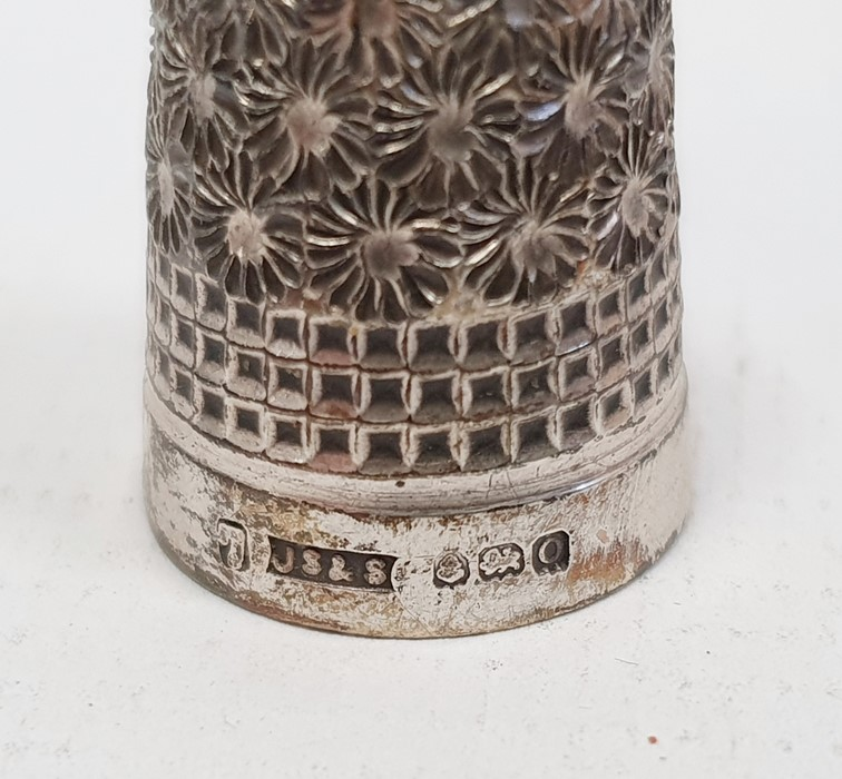 Assorted plated and silver souvenir spoons, various thimbles one marked Mexico, propelling pencils - Image 6 of 8