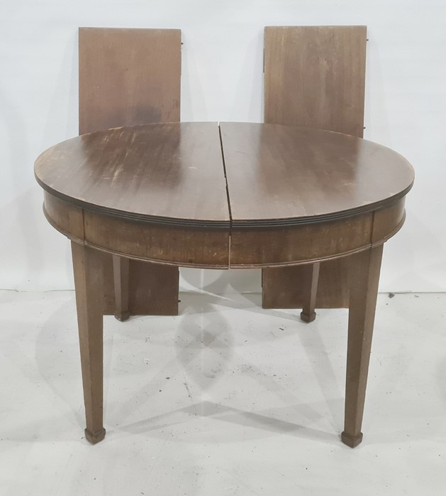 Mahogany D-end dining table with reeded edge and tapering square supports and with two leaves, total