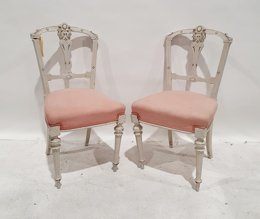 Pair of painted side chairswith pink upholstered seats, turned and fluted front legs to peg feet (