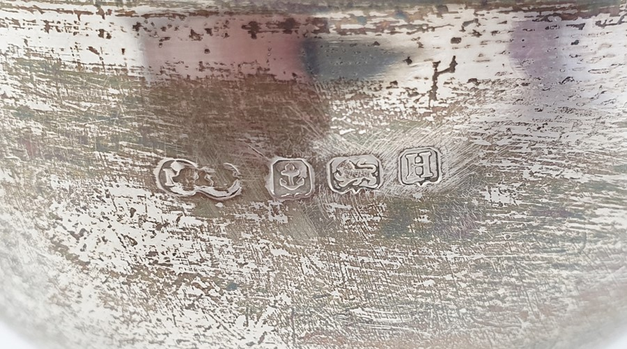 Three-piece silver tea set by Marson & Jones, Birmingham 1932 of circular form with bead borders - Image 3 of 4