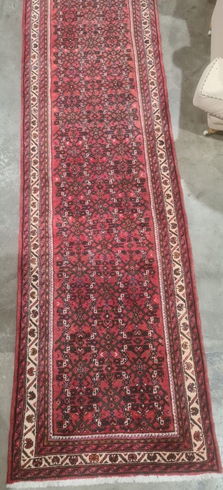Large modern Eastern-style red ground runnerwith stepped border, 500cm x 91cm - Image 3 of 4