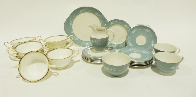 Box of assorted ceramicsincluding a Royal Doulton Reflection pattern part-tea service, Wedgwood - Image 2 of 3