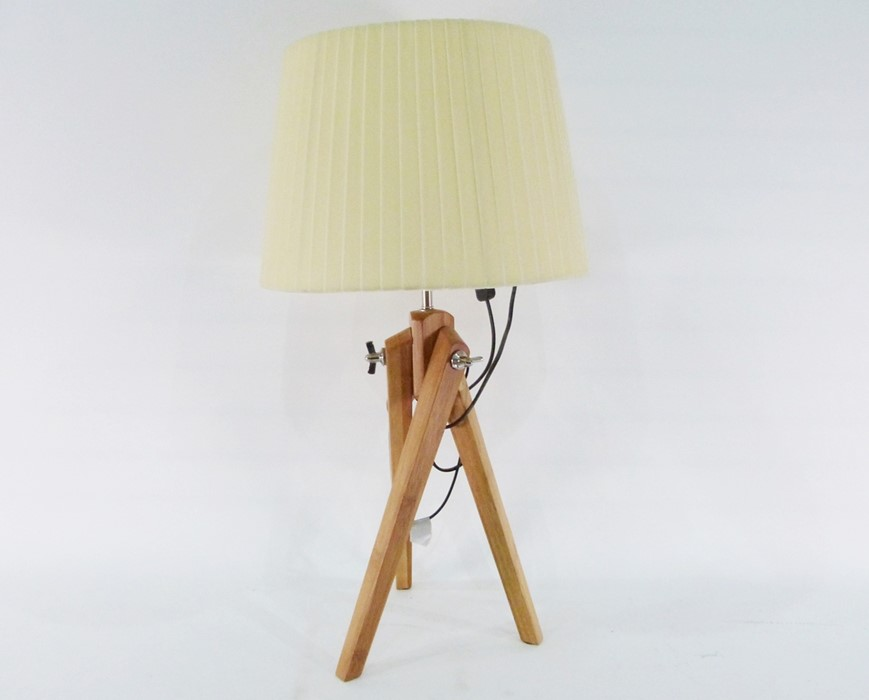 Table lampformed as a wooden tripod with adjustable legs