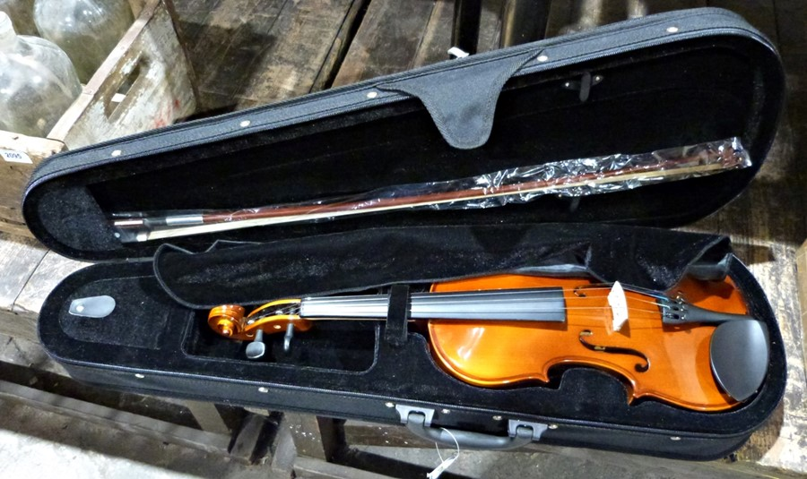 Student violin,label inside Chantry No. 2471 with bow and fitted case - Image 2 of 2