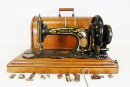 Singer sewing machineCondition ReportDoes not include a key, though may not have had one. (Lock/