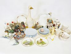 Box of assorted china items and four ducks