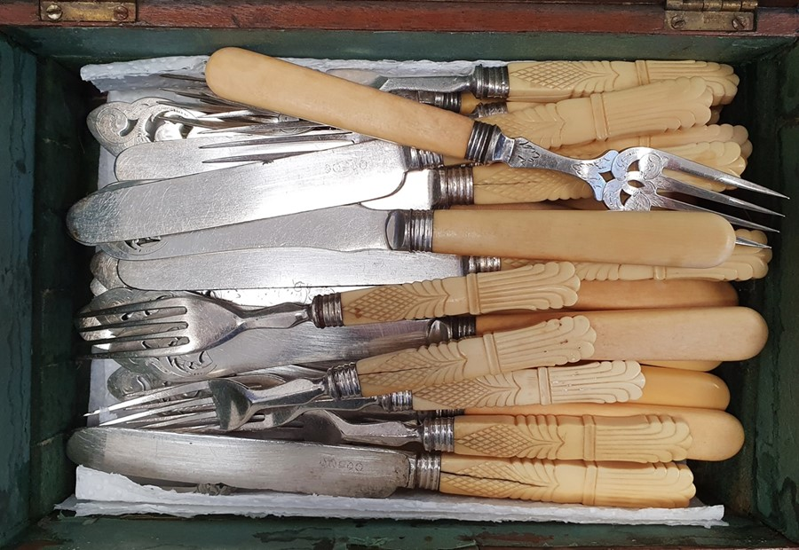 Quantity of silver plated items including vegetable dishes and covers, fish knives and forks, bone- - Image 2 of 3
