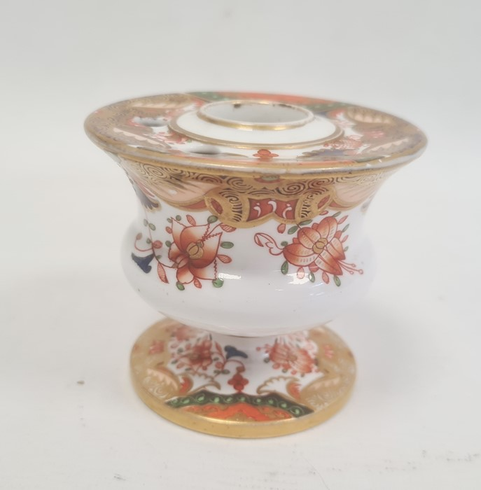 Spode inkwell circa. 1820 of vase form with ink and pen recesses on circular pedestal foot decorated - Image 3 of 4