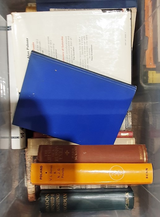 Quantity of assorted volumesto include collecting, philosophy, dictionary, art, Polish history, etc - Image 3 of 3