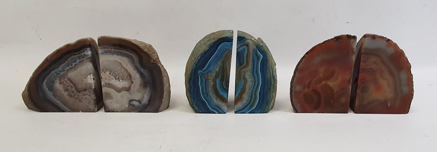 Three agate geodes, each in two pieces, a pair of alabaster bookends carved as horses' heads, a pair - Image 3 of 4