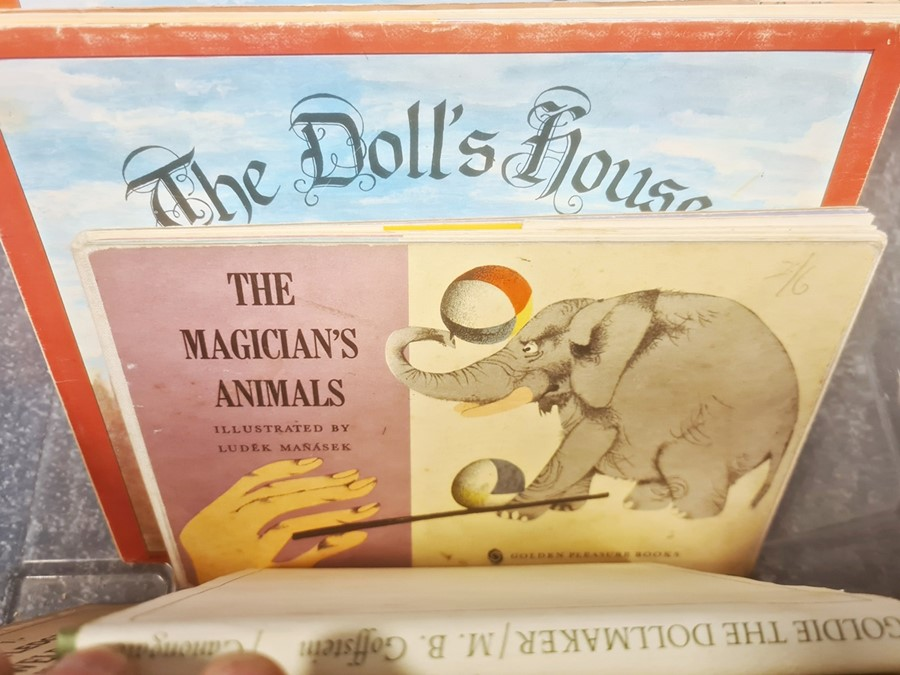 Childrens books and others to include Cecil Aldin, John Skeaping, pop up books, annuals, etc (2 - Image 5 of 11