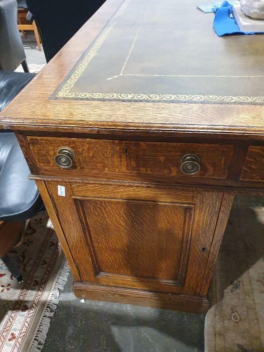 Edwardian oak partner's pedestal desk of large proportions, the rectangular gilt tooled leather - Image 21 of 26
