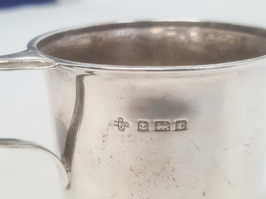 Silver mug by Horace Woodward & Co Ltd, Birmingham 1918, of plain form with engraved inscription - Image 3 of 3