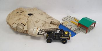 Star Wars Millennium Falconin a AT-AT box