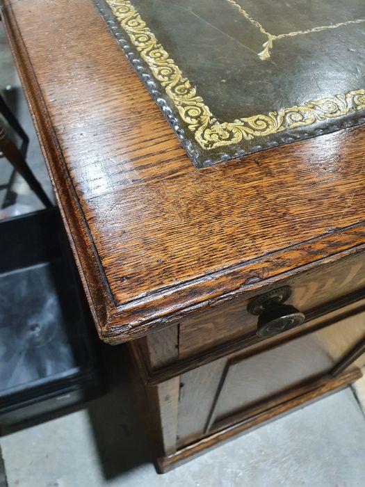 Edwardian oak partner's pedestal desk of large proportions, the rectangular gilt tooled leather - Image 10 of 26