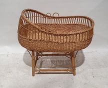 Wicker moses basketon stand