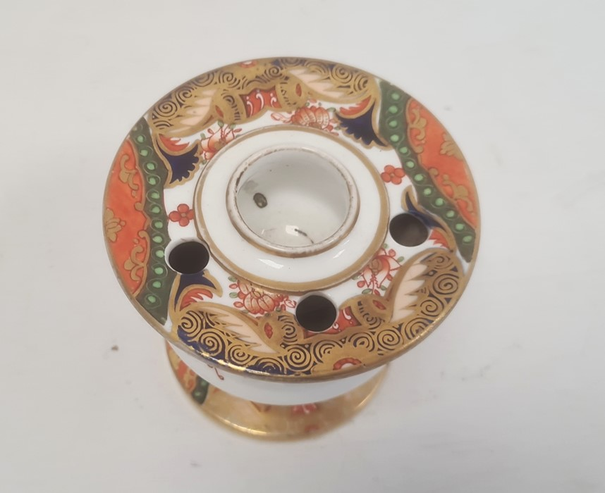 Spode inkwell circa. 1820 of vase form with ink and pen recesses on circular pedestal foot decorated - Image 2 of 4