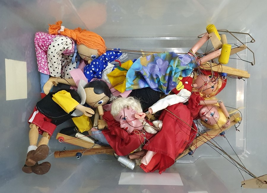 Quantity of puppets