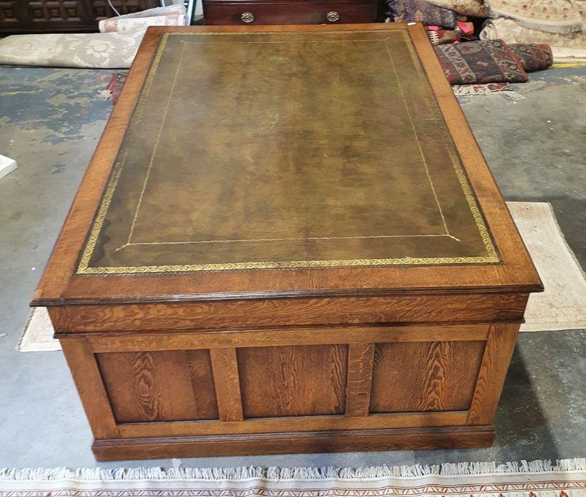 Edwardian oak partner's pedestal desk of large proportions, the rectangular gilt tooled leather - Image 6 of 26