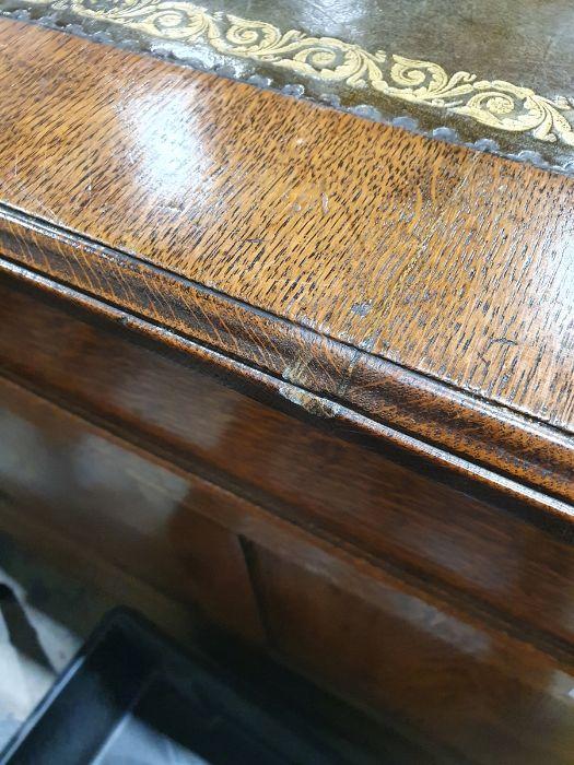 Edwardian oak partner's pedestal desk of large proportions, the rectangular gilt tooled leather - Image 19 of 26
