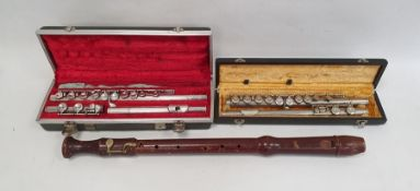 Boosey & Hawkes 'The Edgware' flute in fitted case, another fluteand a recorder (3)