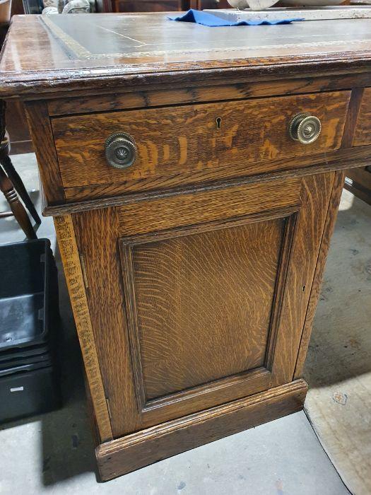 Edwardian oak partner's pedestal desk of large proportions, the rectangular gilt tooled leather - Image 11 of 26