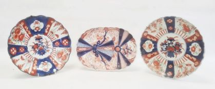 Japanese Imari dish of oval form with wavy edge with overlapping fan decoration, 30cm long and two