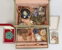Jewellery box and contentsof assorted costume jewellery