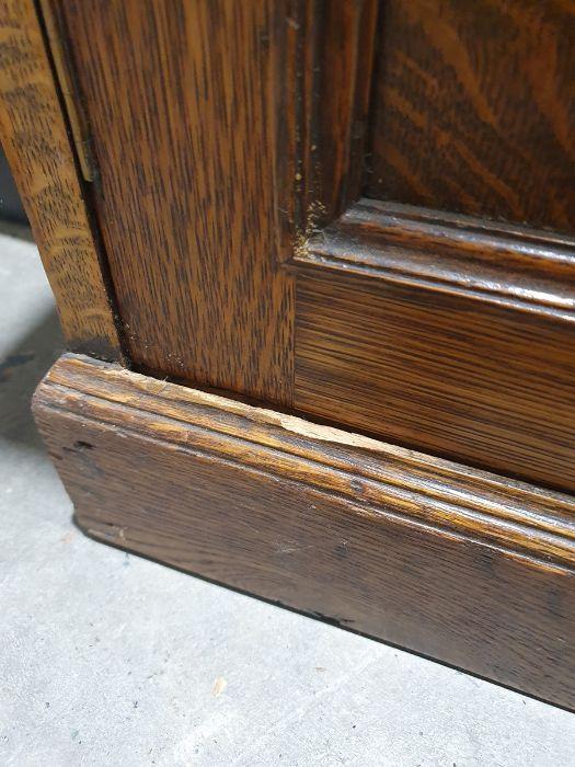 Edwardian oak partner's pedestal desk of large proportions, the rectangular gilt tooled leather - Image 14 of 26