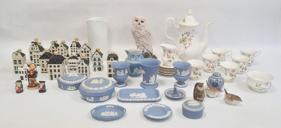 14 KLM models of Dutch buildings produced for Bols Royal Distilleries, a quantity of Wedgwood blue