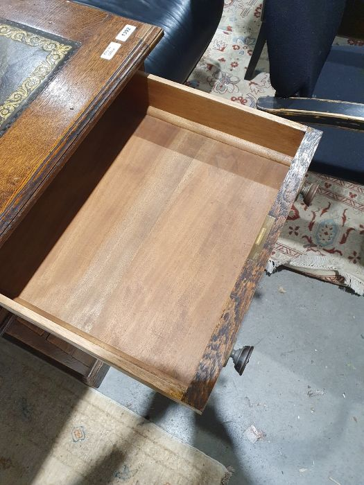 Edwardian oak partner's pedestal desk of large proportions, the rectangular gilt tooled leather - Image 18 of 26