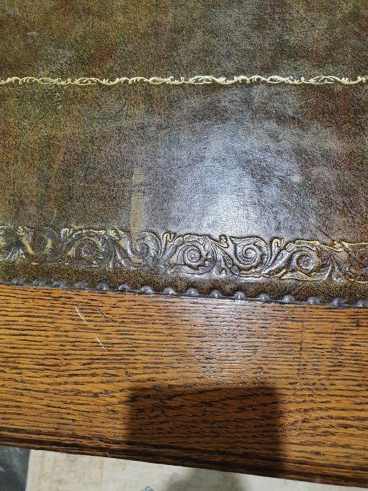 Edwardian oak partner's pedestal desk of large proportions, the rectangular gilt tooled leather - Image 24 of 26