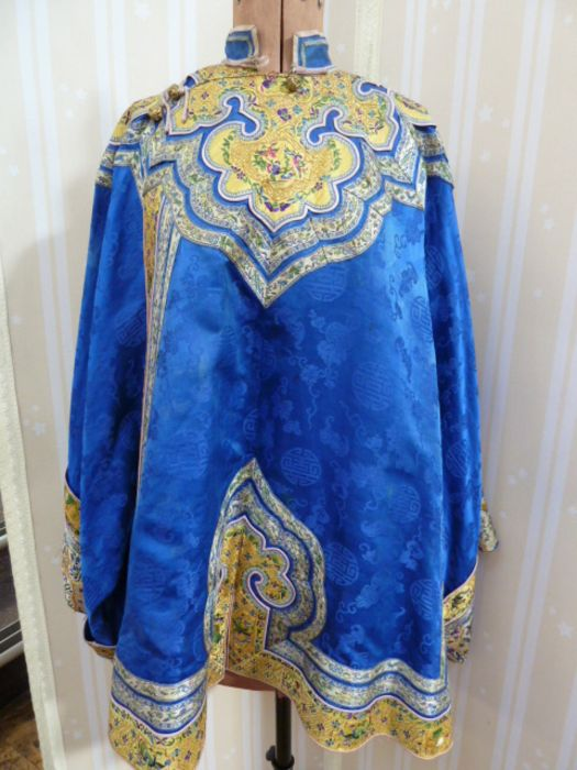 Chinese embroidered silk robe, brass button with relief pattern and silk loop fastenings, borders