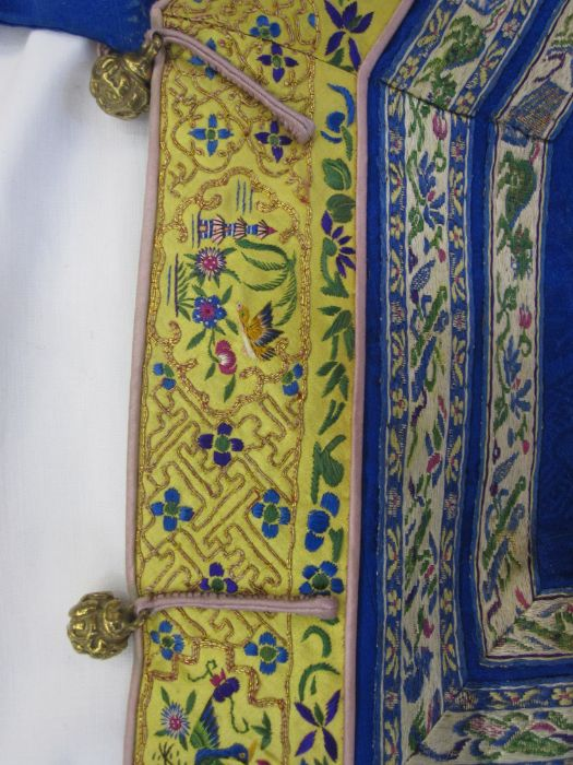 Chinese embroidered silk robe, brass button with relief pattern and silk loop fastenings, borders - Image 13 of 18