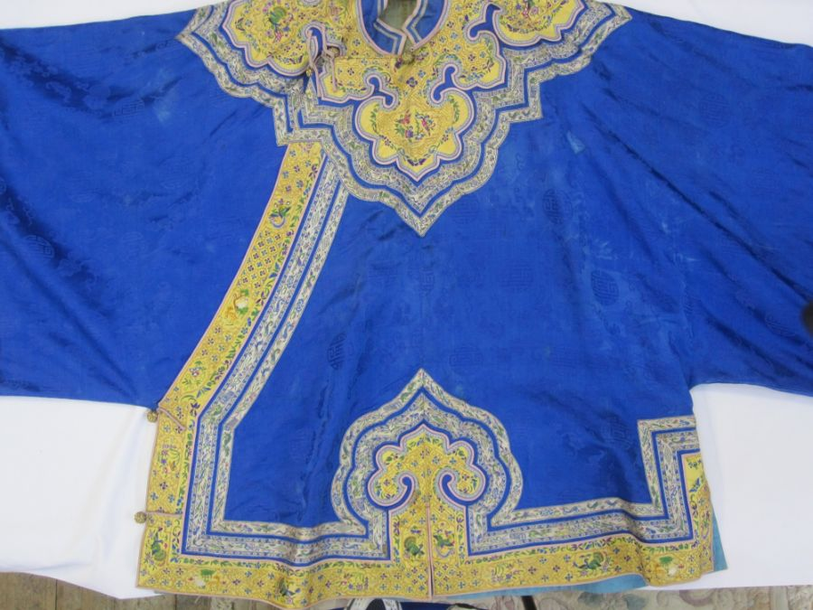 Chinese embroidered silk robe, brass button with relief pattern and silk loop fastenings, borders - Image 8 of 18