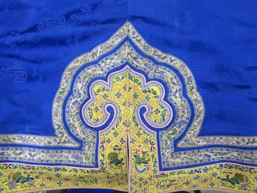Chinese embroidered silk robe, brass button with relief pattern and silk loop fastenings, borders - Image 16 of 18